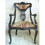 木彫りの椅子